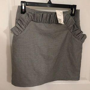H&M houndstooth ruffles mini skirt